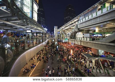 Bangkok Thailand-Jan13- thail government protester mobbing by sh