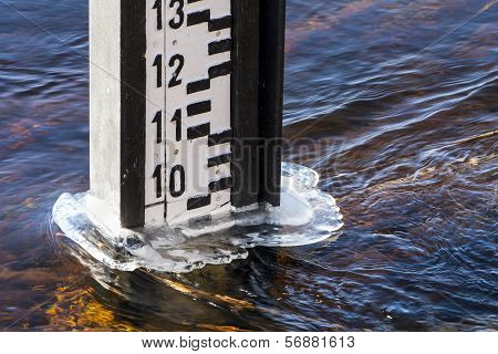 Water level measurement gauge.