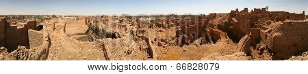 Old part of the biggest city in Dakhla Oazis ( Egypt) - Mut with it't mud houses where people still live