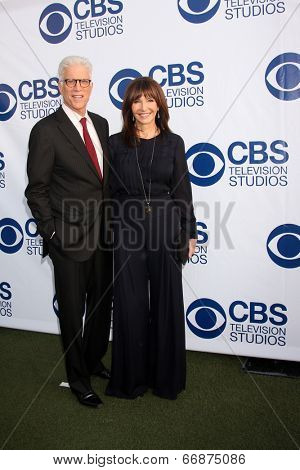 LOS ANGELES - MAY 19:  Ted Danson, Mary Steenburgen at the CBS Summer Soiree at the London Hotel on May 19, 2014 in West Hollywood, CA
