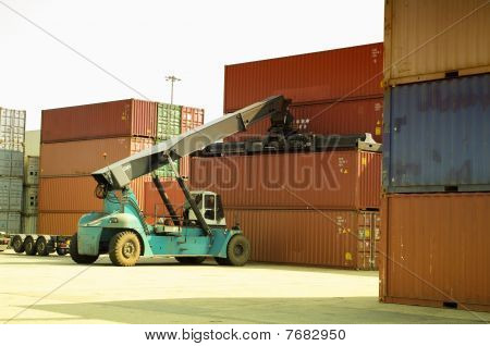Container vehicle