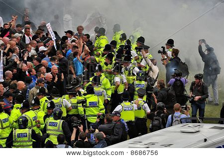 protest turns to violence, EDL March Bradford August 2010