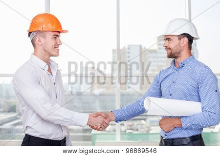 Handsome young builders made a deal about contraction