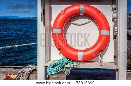 red life saving buoy board near the ocean