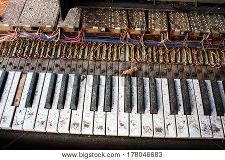 Old Dusty Vintage Retro Broken Electronic Piano