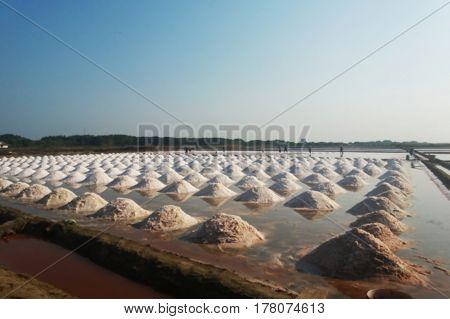 blurred photo, Blurry image,, Mass of salt, background