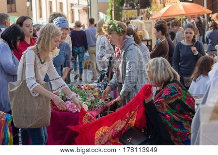 Kiev Ukraine - August 24 2016: Tourists visiting the goods on the street Andreevsky descent