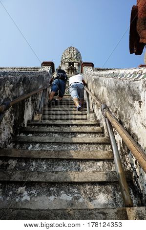Wat Arum Temple stairs view going up