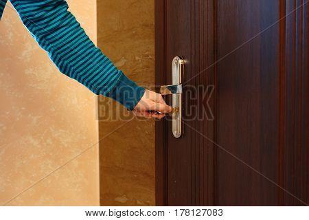 Side view female handkey to insert in door lock