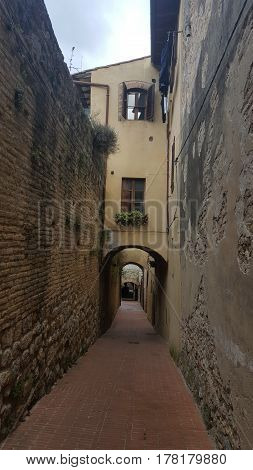 a narrow Street in the town of San Gimignano