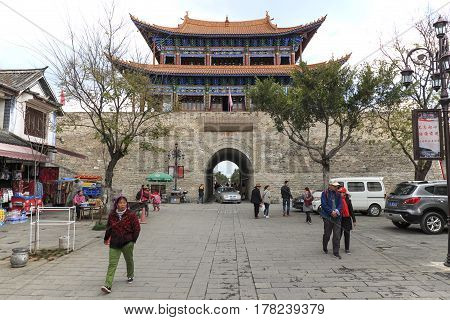 Dali, China - March 19, 2017: View Of A The Main Gate And Tourists In The Old Town Of Dali In Yunnan