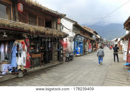Dali, China - March 19, 2017: View Of A Narrow Street And Tourists In The Old Town Of Dali In Yunnan