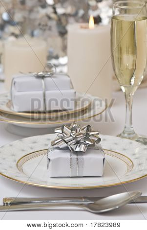 Table setting with Christmas theme and gifts