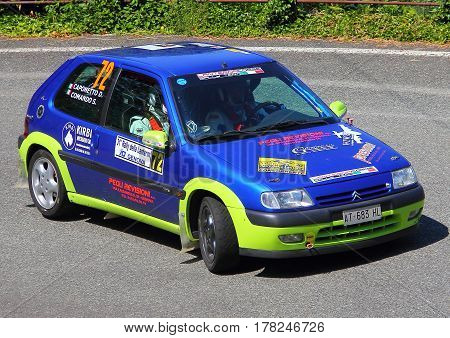 Torriglia Italy - June 06 2015-31 Rally Lantern: The Citroen Saxo conducted by the crew in the race Command-Caponetto (racing team ran Lantern) during the first test of speed 'of the race.