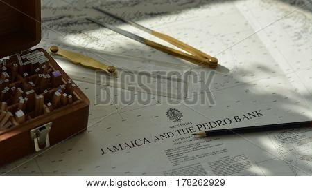 Navigation tools (divider, pen, parallel rule) on chart