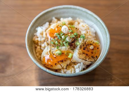 Hotate on rice with uni sauce, Grilled fried scallop rice, gourmet japanese cuisine.