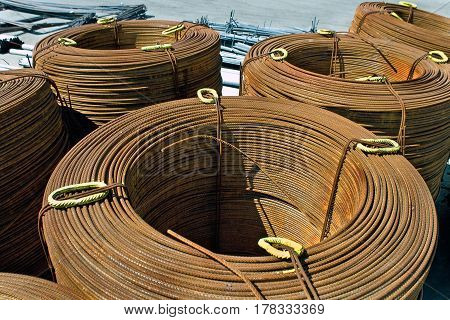 Roll off thick steel rusty fitting i a row