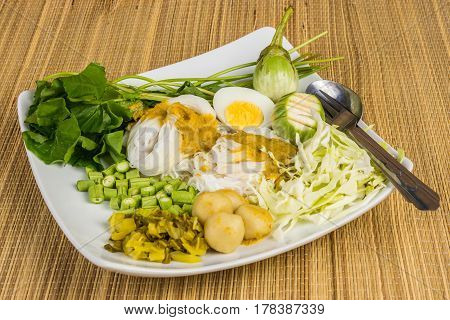 Local Rice vermicelli and curry sauce with vegetable (Kanom Jeen Nam Ya)
