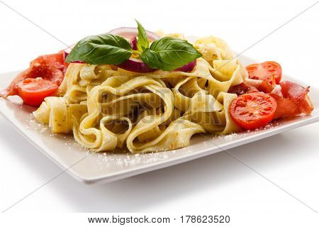 Pasta with tomatoes and smoked ham