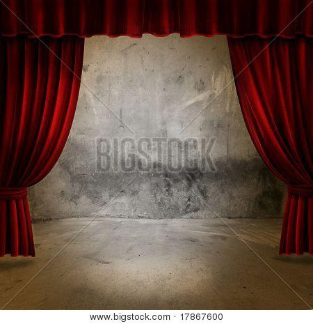 Piccolo palco con tende di velluto rosso teatro