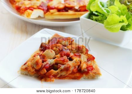 Pizza is Italain food with cheese on chicken