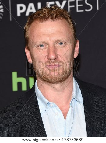 LOS ANGELES - MAR 19:  Kevin McKidd arrives for the PaleyFest 2017-Grey's Anatomy on March 19, 2017 in Hollywood, CA
