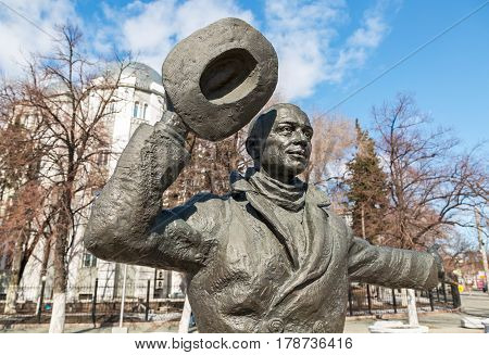 SAMARA RUSSIA - MARCH 25 2017: Bronze monument of Yuriy Detochkin the protagonist of the Soviet film comedy