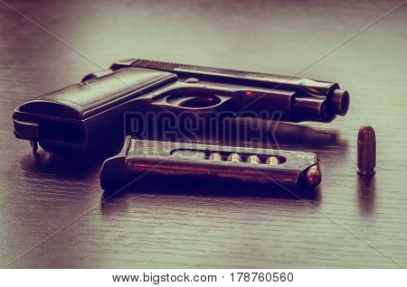 Beretta pistol with 9 mm  bullet magazine