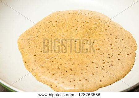Quinoa crepes preparation : Cooking the quinoa crepes batter onto a frying pan