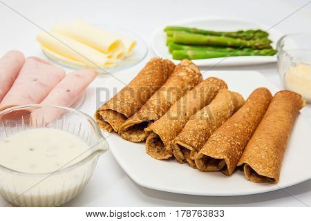 Quinoa crepes preparation : Rolled quinoa crepes and filling ingredients