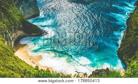 Manta Bay or Kelingking Beach with huge waves on beach on Nusa Penida Island, Bali, Indonesia.