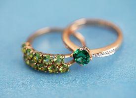 Elegant Jewelry Rings With Gem Stone Emerald