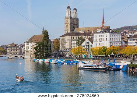 Zurich, Switzerland - September 29, 2017: The Limmat River In The City Of Zurich And Buildings Along