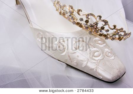Bride'S Shoe, Veil And Tiara