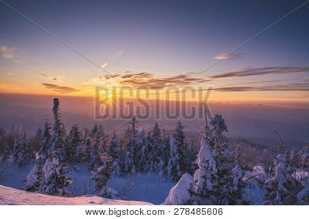 Morning ín The Mountains, Sunrise And Snow