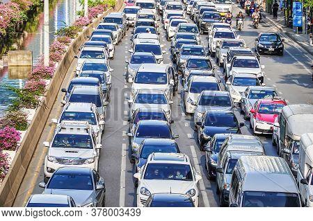 Bangkok,thailand Oct 31,2018: Traffic Jam At Chong Nonsi. Bangkok's Traffic Is Usually Busy During T