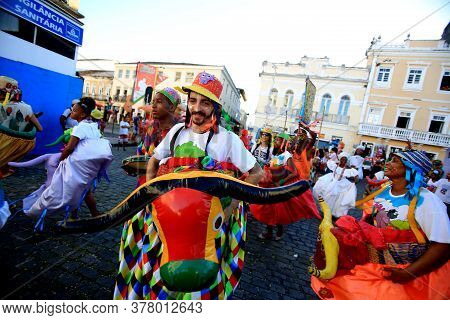 Salvador, Bahia / Brazil - February 5, 2016: Members Of Grupo Cultural Filo Brincante Are Seen In Pe