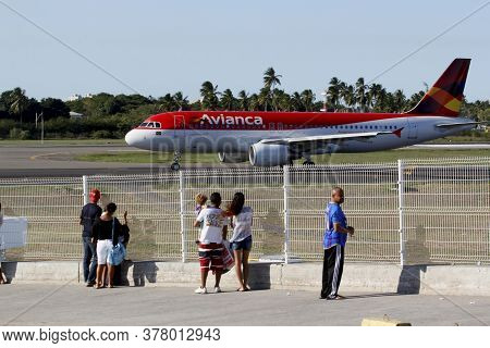 Salvador, Bahia / Brazil - April 14, 2013: Airbus A320-200 Of The Airline Avianca Is Seen During Tax