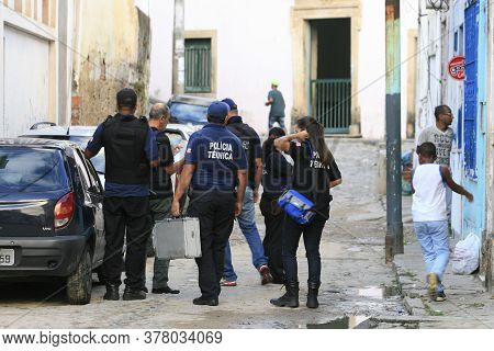 Salvador, Bahia / Brazil - May 5, 2014: Technical Police Officers Investigate The Murder Of A Man In