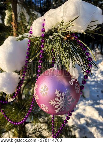 Photo Close-up Christmas Composition Christmas Toys On The Christmas Tree