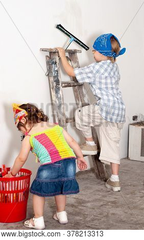 young children clean the room during repairs