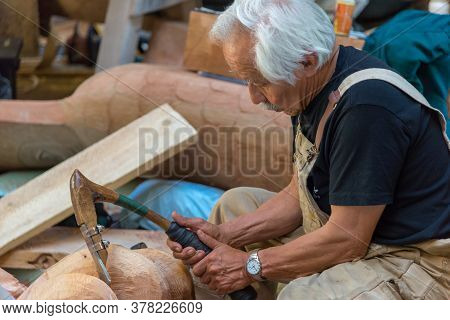 Ketchican, Alaska / Usa - 06/30/2015 Alaska Natives, First People Of Alaska Creating Art, Carving An