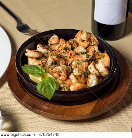 Scampi Shrimp Meal In The Black Pot Plate Close Up