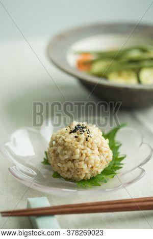 Rice balls using brown rice