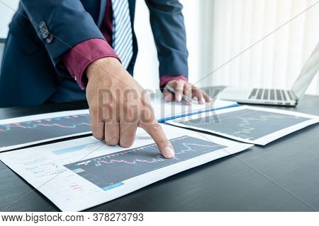 Hand Of Businessmen Are Planning Business Investments Related To Shares By Analyzing And Calculating