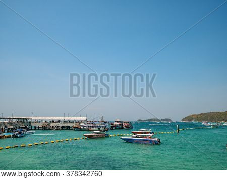 Chonburi/thailand - 20 Apr 2019:tropical Idyllic Ocean And Boat On Koh Lan Island In Vacation Time.