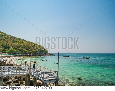 Chonburi/thailand - 20 Apr 2019:tourist With Tropical Ocean And Boat On Koh Lan Island In Vacation T