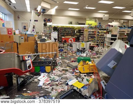 Chicago, Il May 31, 2020, Cvs Customer Value Services Store Raided Looted During The George Floyd Ra