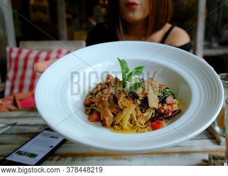 Stir-fried Spaghetti With Dried Chili And Crispy Bacon, Spaghetti With Bacon Chili