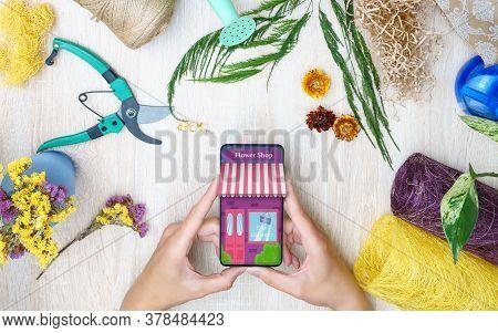 Floristry. Online Flower Shop. Flower Delivery, Copy Space